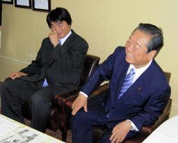 L-R: Uchikoshi Akashi and his new boss